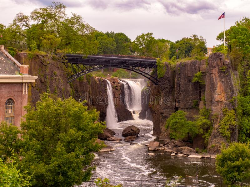 Paterson, NJ/Verenigde Staten - Mei 22, 2016: Een landschapsmening van het Paterson Great Falls National Historical-Park royalty-vrije stock foto's