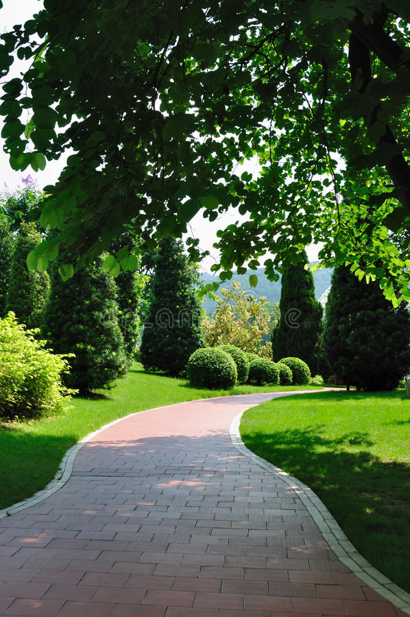 Free Path In Garden 4913 Stock Photos - 10090813