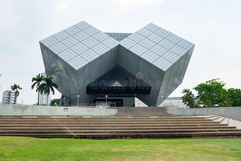 Pathum Thani, Thailand - April 6, 2019: De kubusbouw Het Nationale Wetenschapsmuseum NSM is een groep wetenschap gebaseerde musea stock fotografie