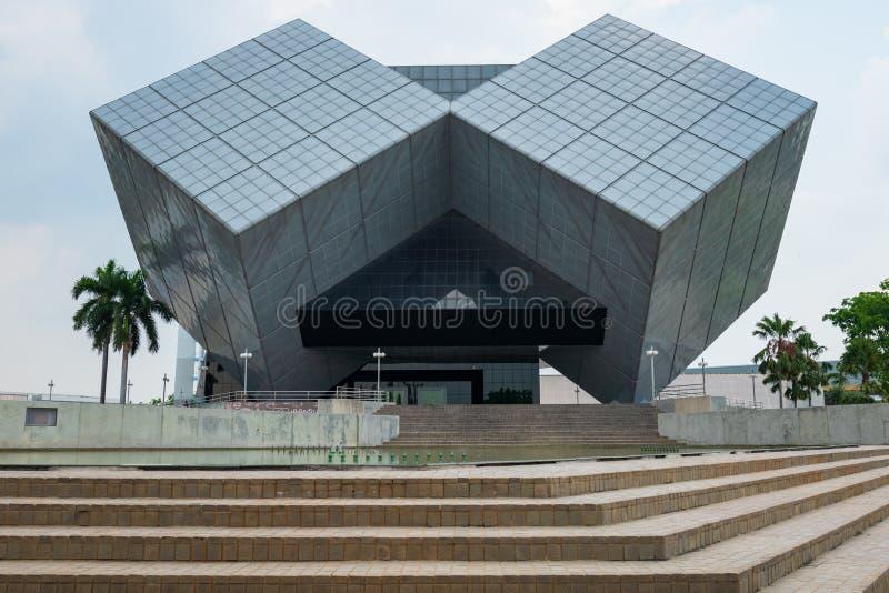 Pathum Thani, Thailand - April 6, 2019: De kubusbouw Het Nationale Wetenschapsmuseum NSM is een groep wetenschap gebaseerde musea royalty-vrije stock foto