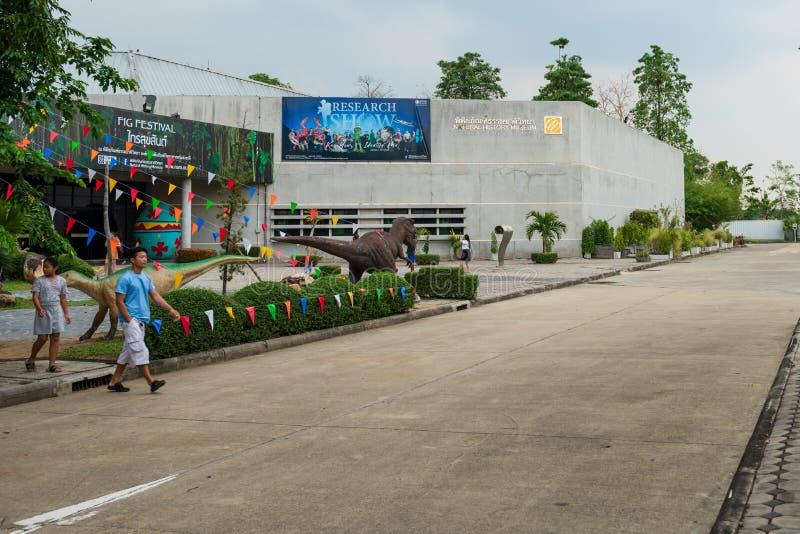 Pathum Thani, Thailand - April 6, 2019: Het gebouw van het Biologiemuseum, het is een hub voor het leren over alle binnen natuurl stock fotografie