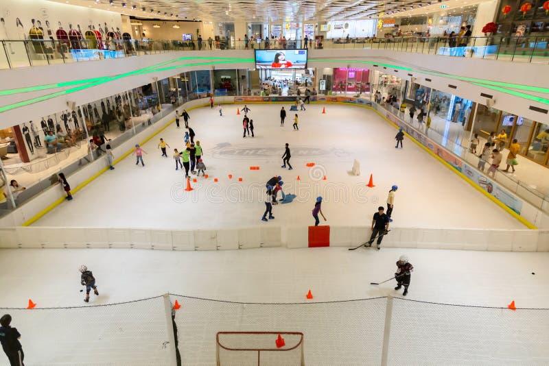 Pathum Thani, 5,2019 Thailand-Mei: De ijsbaan van Zpell of het Toekomstige Park Rangsit is het grootste winkelcomplex in Pathum T stock afbeelding