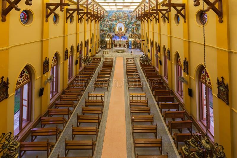 PATHUMTANI, TAILÂNDIA - 28 DE FEVEREIRO: Os interiores do católico c imagem de stock royalty free