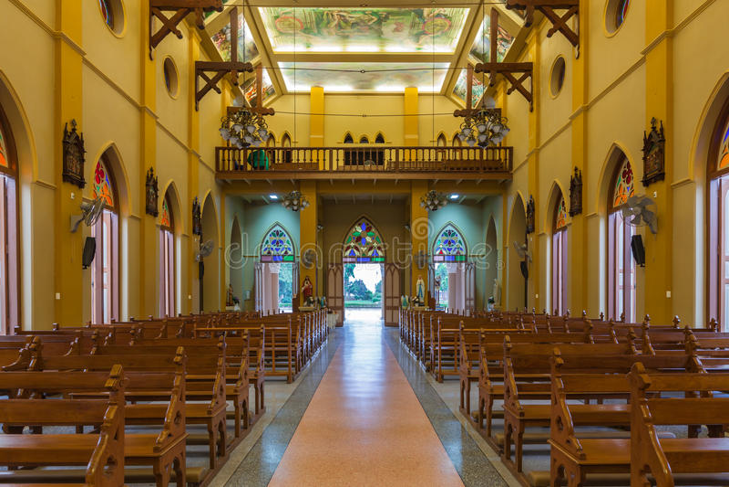 PATHUMTANI, TAILÂNDIA - 28 DE FEVEREIRO: Os interiores do católico c foto de stock royalty free
