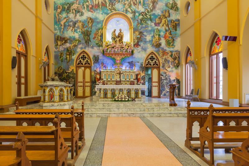 PATHUMTANI, TAILÂNDIA - 28 DE FEVEREIRO: Os interiores do católico c imagens de stock