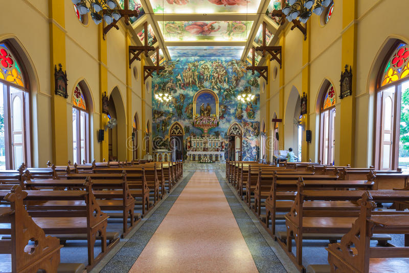 PATHUMTANI, THAILAND - 28. FEBRUAR: Der Innenraum katholischen c stockfotografie