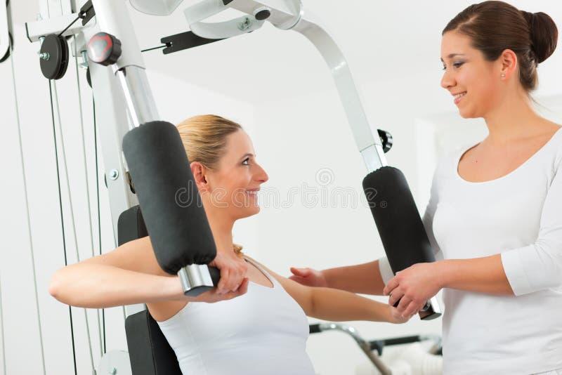 Patiënt bij de fysiotherapie royalty-vrije stock fotografie