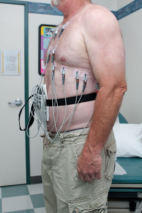 Patiënt die aan 12 loodelectrocardiogram wordt verbonden royalty-vrije stock fotografie