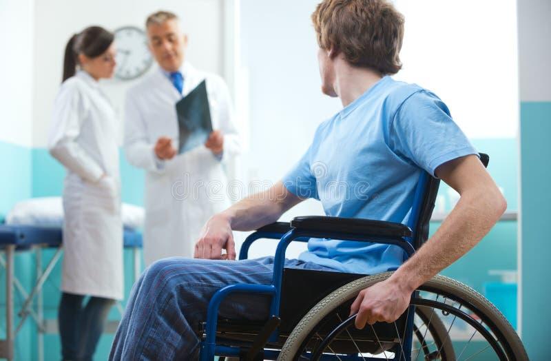 Patiënt in rolstoel royalty-vrije stock fotografie