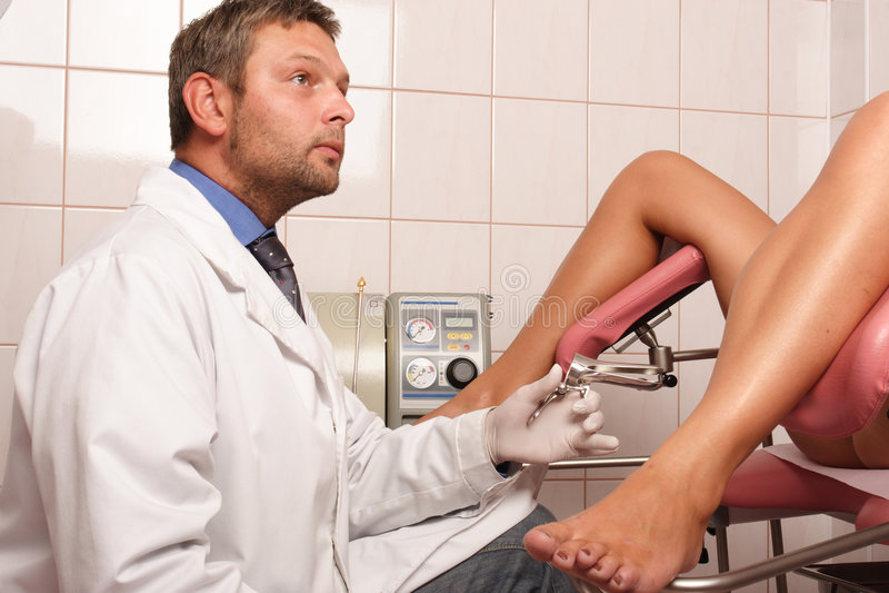 patient à l'inspection de gyneacologist image libre de droits