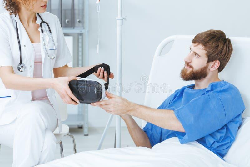 Patient ayant la thérapie de réalité virtuelle image libre de droits