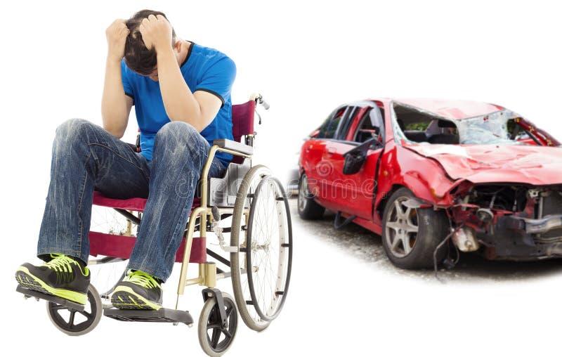 Patient d'effort présentant le concept d'accident de voiture images stock