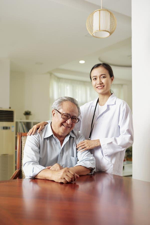 Patient in der Arztpraxis lizenzfreie stockfotografie