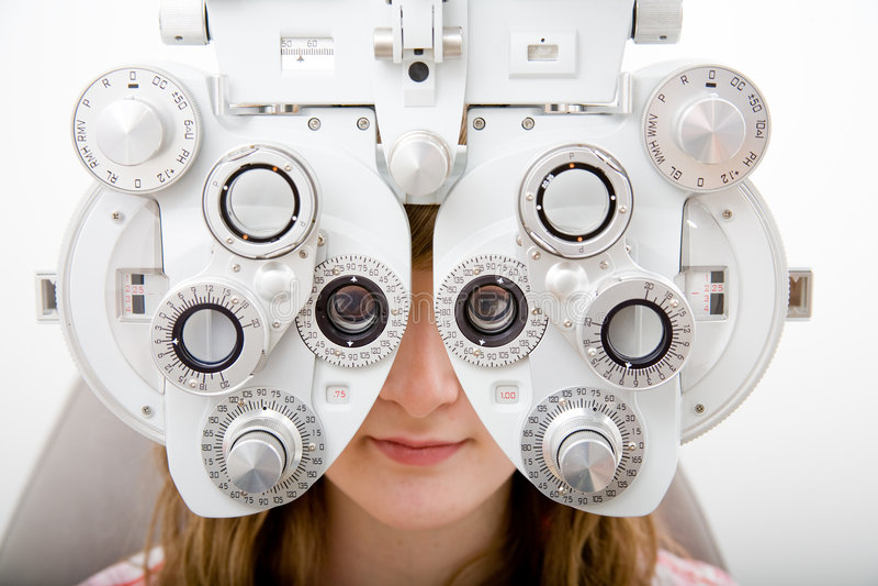 Patient in der Augenheilkundearbeit stockfotos