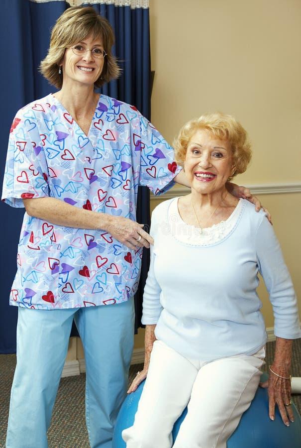 patient fysisk terapeut royaltyfri foto