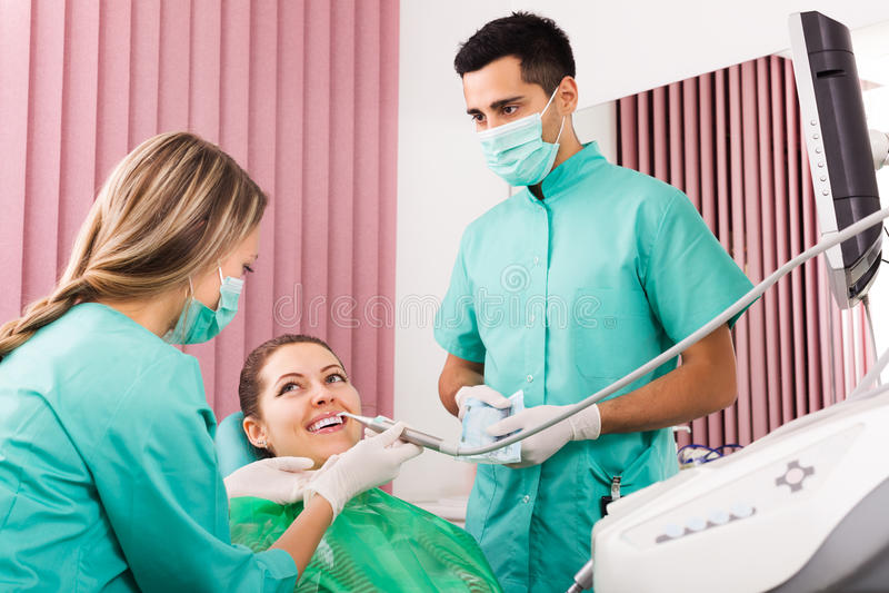 Patient på kirurgikontoret royaltyfri bild