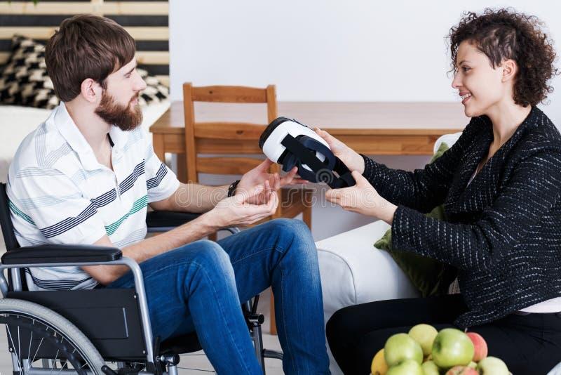 Patient pendant la thérapie d'intérieur de VR photos stock