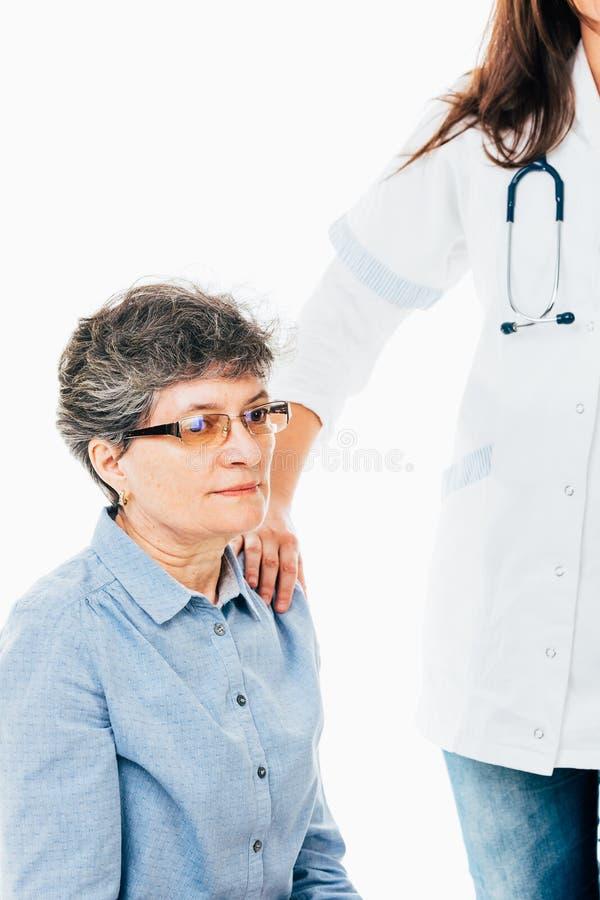 Patient soulagé par le docteur photographie stock libre de droits