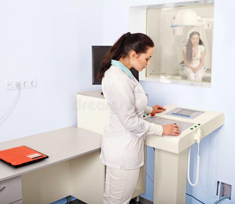 patient strållokal x för doktor royaltyfri foto