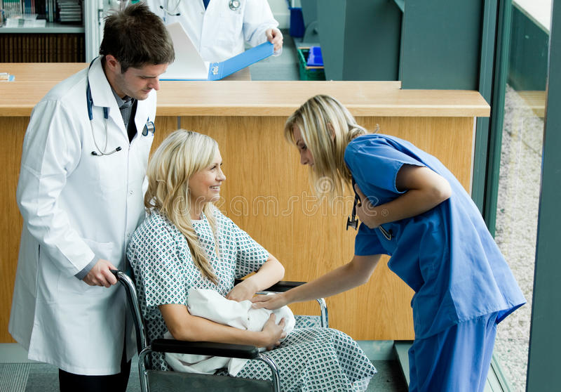 patient talande barn för doktor royaltyfria bilder