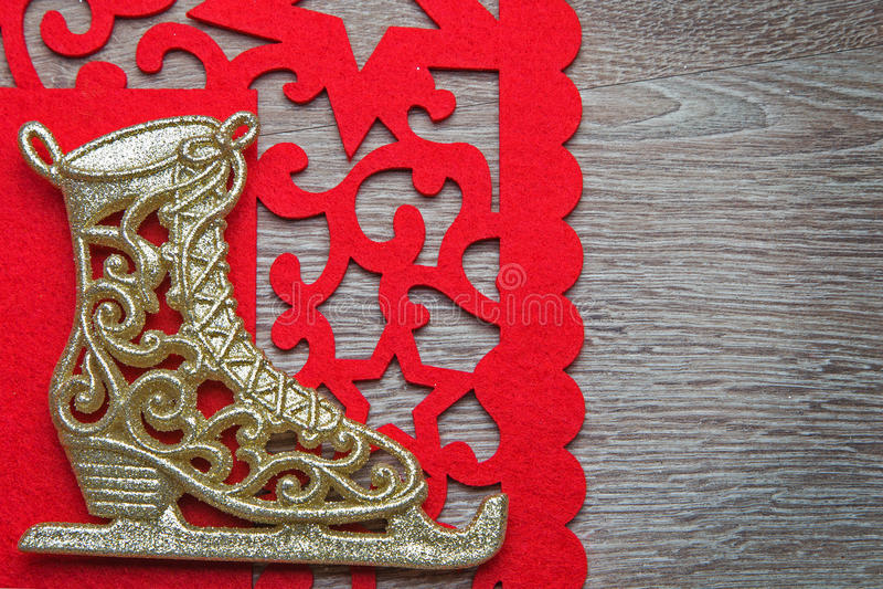 Patim de gelo de ano novo com guardanapo vermelho fotos de stock royalty free