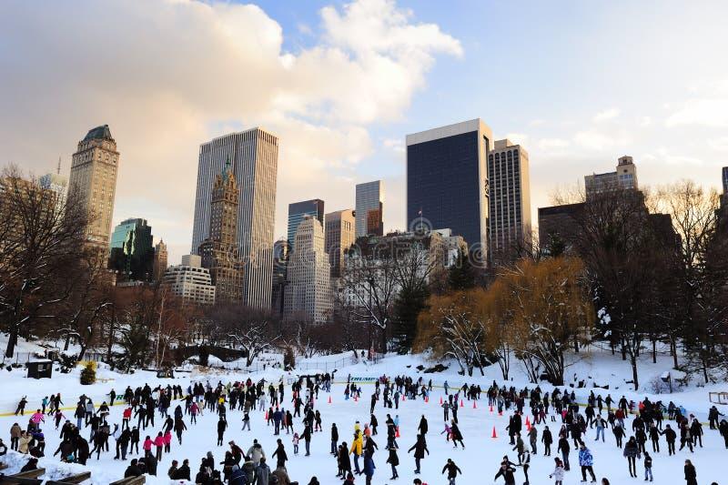 Patin de glace de New York City Central Park photographie stock libre de droits