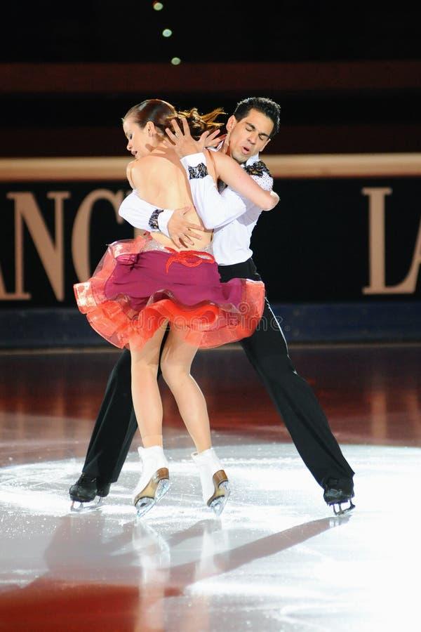 Patinadores de hielo que bailan en la concesión de oro del patín 2011 foto de archivo libre de regalías