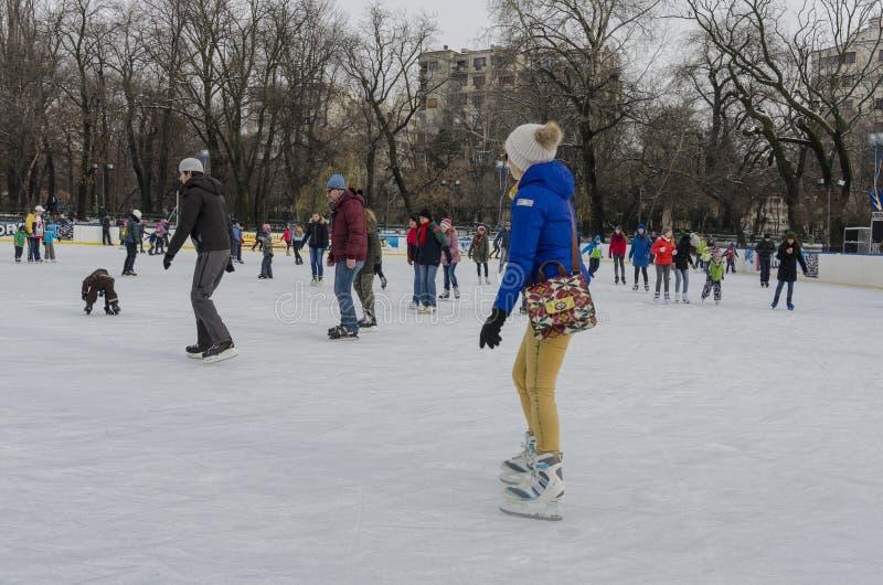 Patinage de glace de personnes image libre de droits