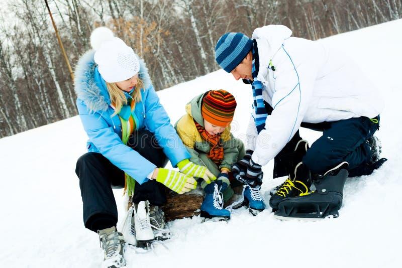 Patinagem de gelo da família foto de stock royalty free