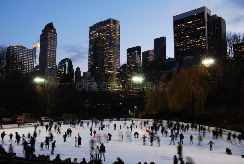 Patinagem no gelo do inverno, Central Park imagens de stock