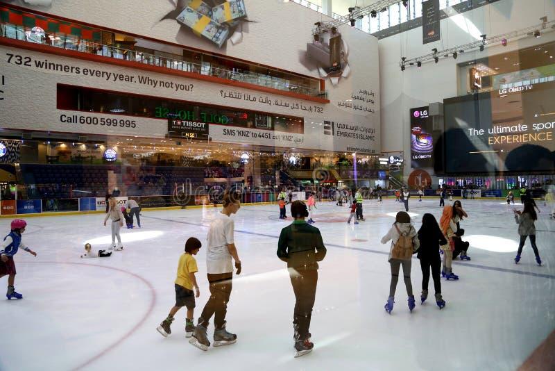 Patinagem no gelo em Dubai fotografia de stock royalty free