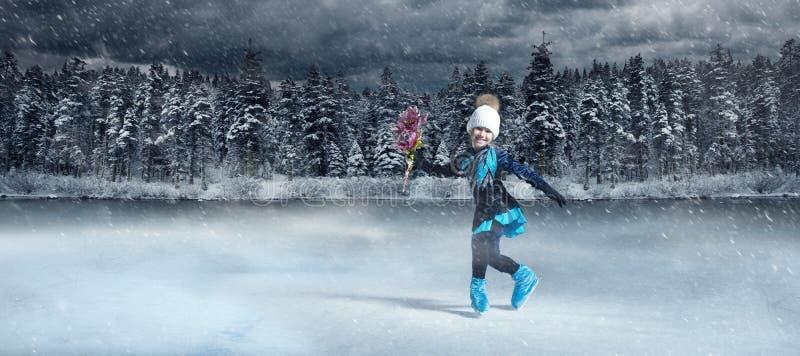Patinaje artístico sobre fondo de lago invernal imagen de archivo libre de regalías