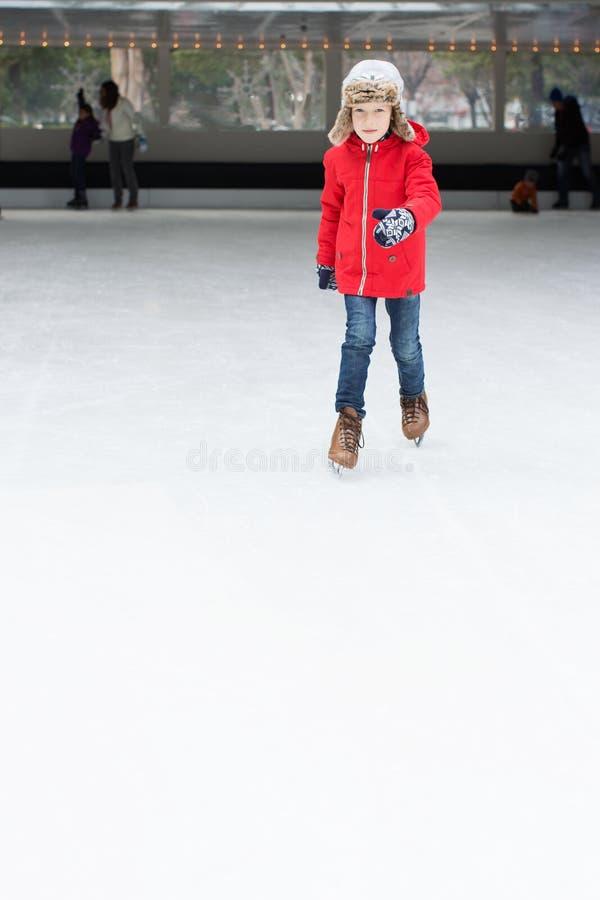 Patinaje de hielo del niño fotos de archivo