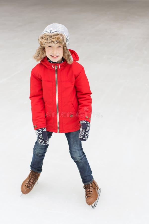 Patinaje de hielo del niño fotos de archivo libres de regalías