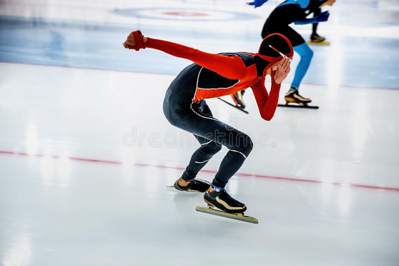 Patinaje de los atletas de la competencia imagenes de archivo