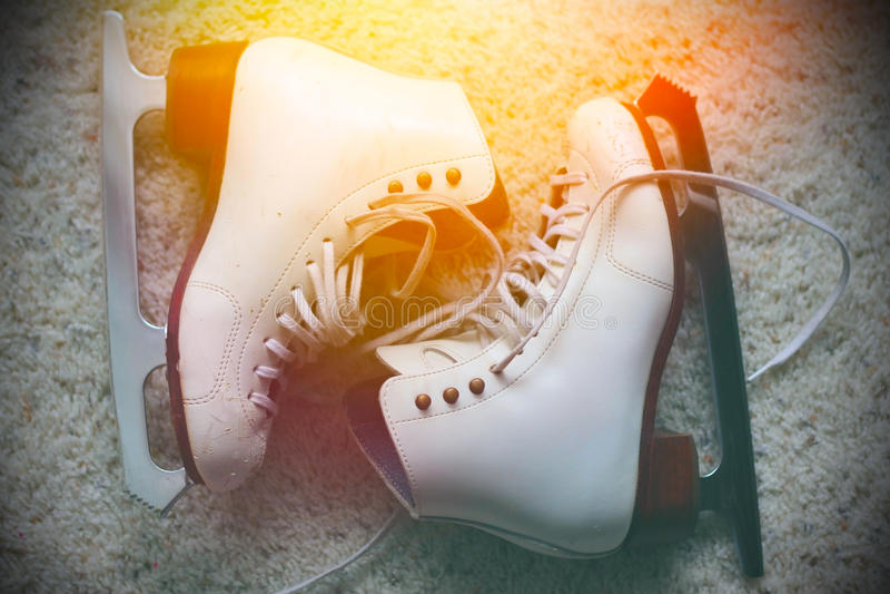 Patines de hielo blancos foto de archivo libre de regalías