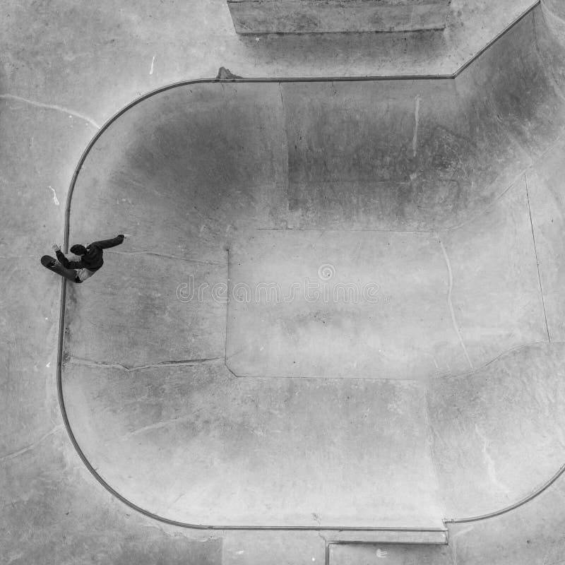 Patineur en parc de patin images libres de droits