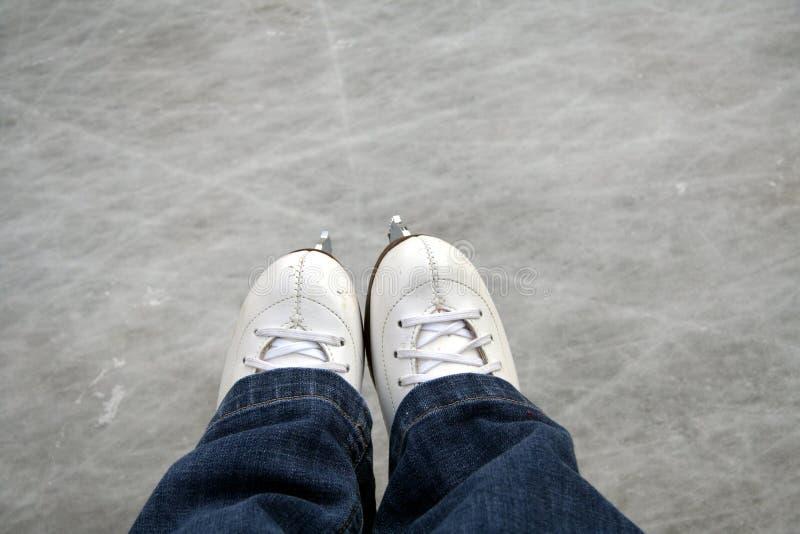patins extérieurs de patinoire de glace images stock