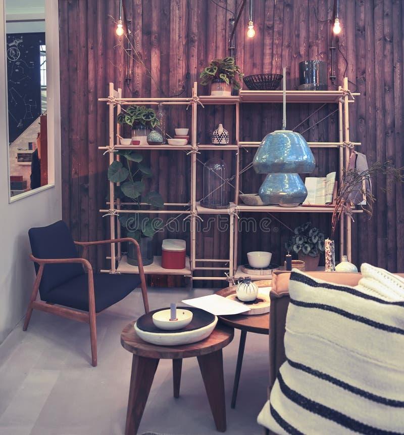 Patio à la maison avec les objets décoratifs image stock