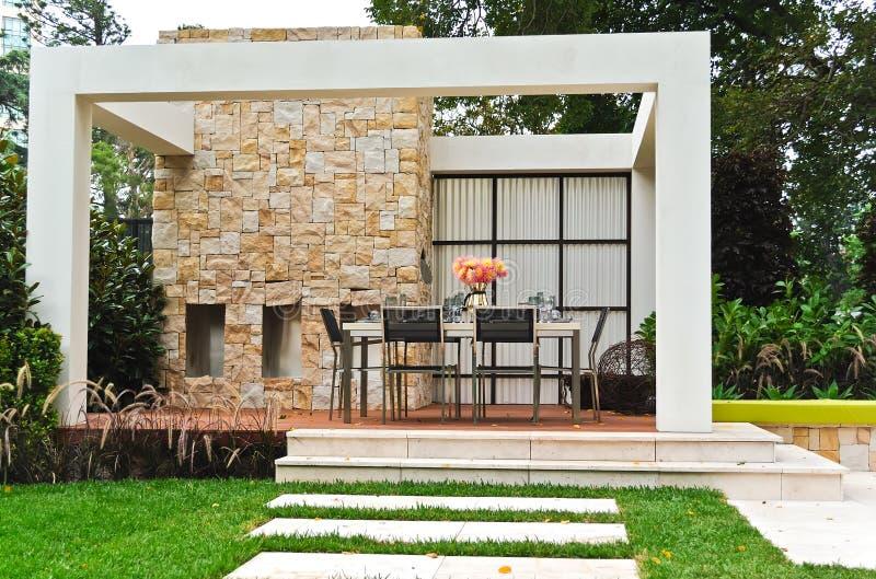patio κήπων κατωφλιών στοκ φωτογραφία με δικαίωμα ελεύθερης χρήσης