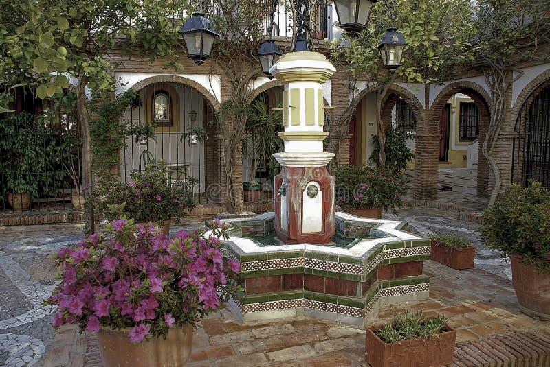 Patio andaluz foto de archivo imagen de ornamentos - Fotos patio andaluz ...
