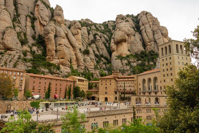 Patio antes de monastry de Montserrat imagenes de archivo