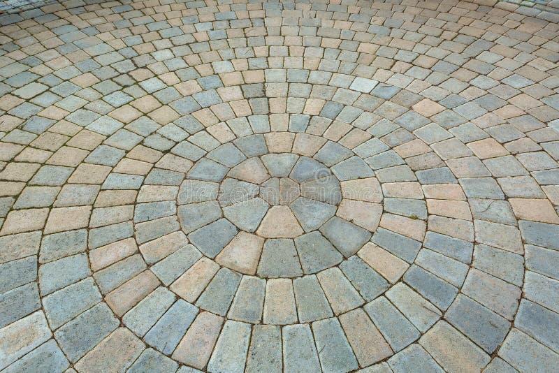 Patio circular del jardín del ladrillo del modelo fotografía de archivo