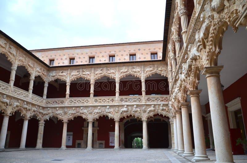 Patio dans le palais de l'infanterie à Guadalajara, Espagne images stock