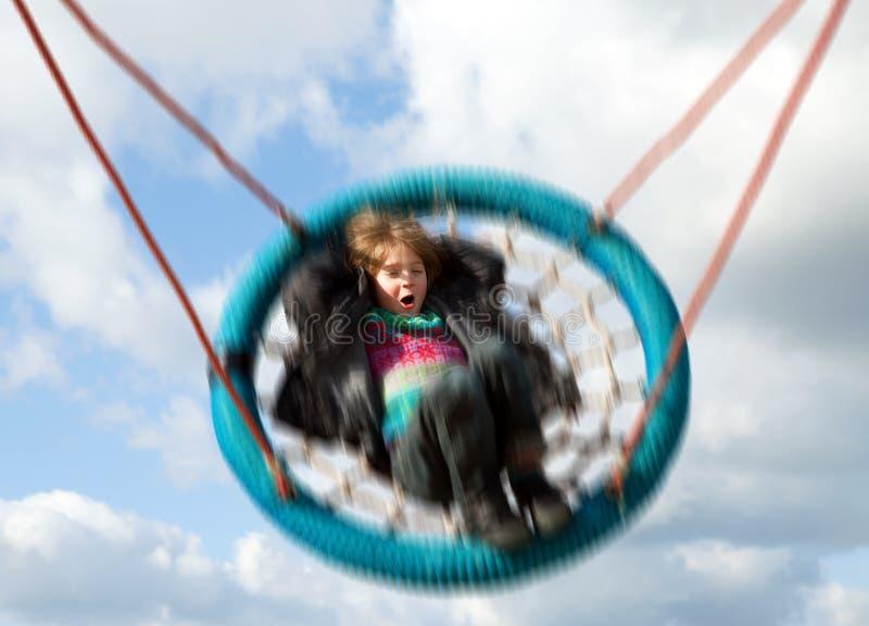 Patio de balanceo del niño del oscilación imágenes de archivo libres de regalías