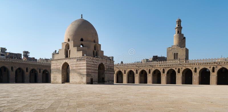 Patio de Ibn Tulun Mosque foto de archivo libre de regalías