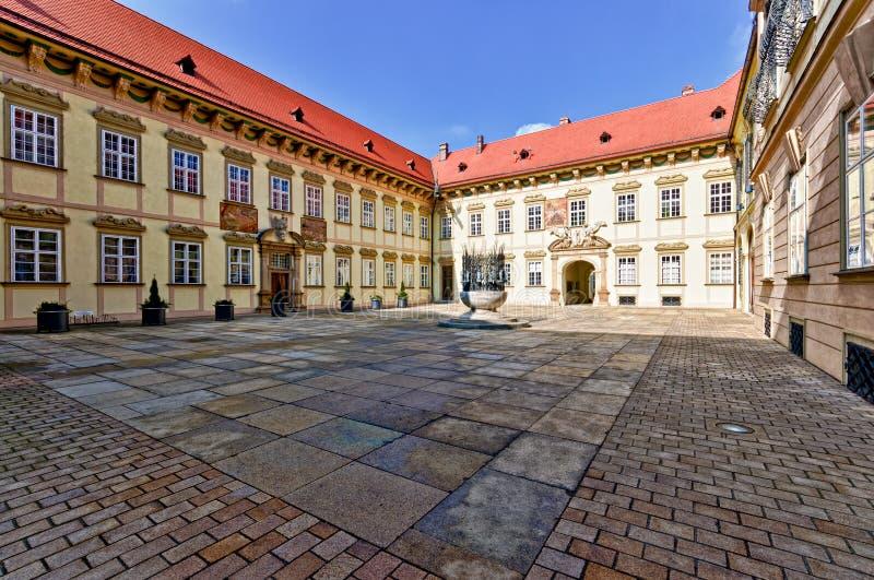 Patio de la entrada principal en Brno nueva imágenes de archivo libres de regalías