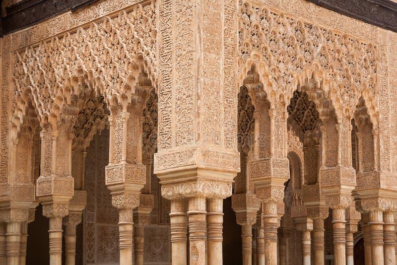Patio de las columnas de los leones de Alhambra fotografía de archivo