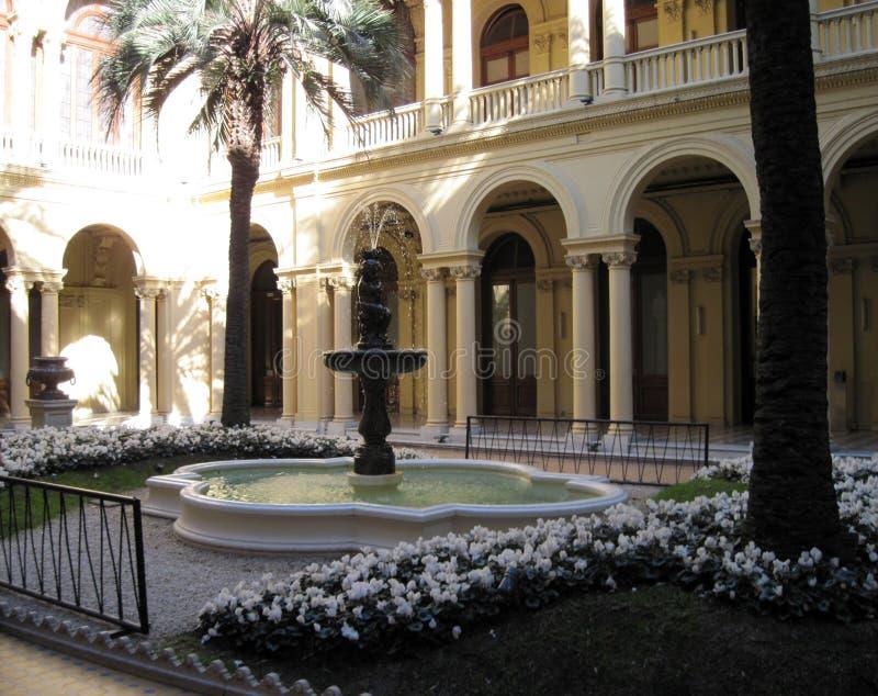 Patio de las Palmeras de la maison Rosada dans la ville de la Chambre de gouvernement de Buenos Aires Argentine a guidé la visite photos stock