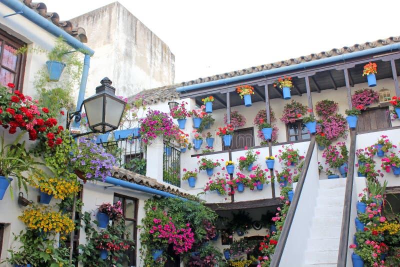 Patio de una casa típica en Córdoba imagen de archivo libre de regalías